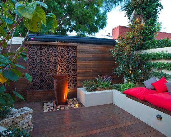 moderne terrasse idee wasserspiel japanisch sitzbank kissen