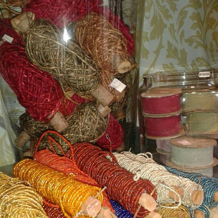 Klossen touw, lint en draad in najaarskleuren #Fleurissant