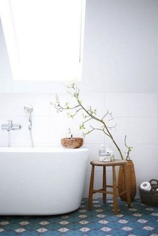 Foto's van cementtegels & projecten met Portugese tegels  Leuk contrast met de rest wat wit is