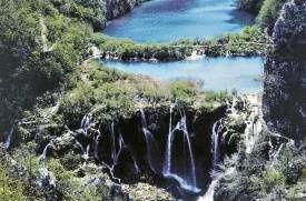 Plitvická jezera jsou nejznámější chorvatskou přírodní rezervací