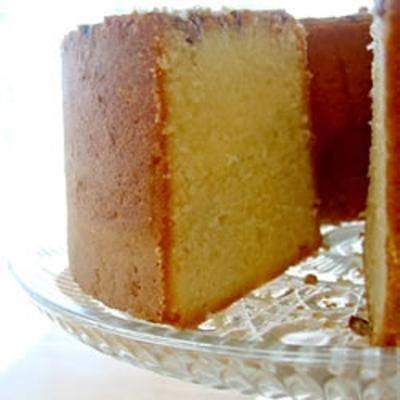 Pecan Sour Cream Pound Cake cakes-cupcakes