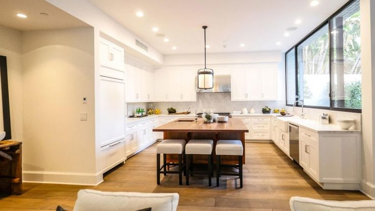 How brilliant are the black steel windows in John Krasinski and Emily Blunt's kitchen? We also love the seating under the island, and the chic pendant light. We also just love John Krasinski and Emily Blunt, TBH. Photo courtesy of Trulia.