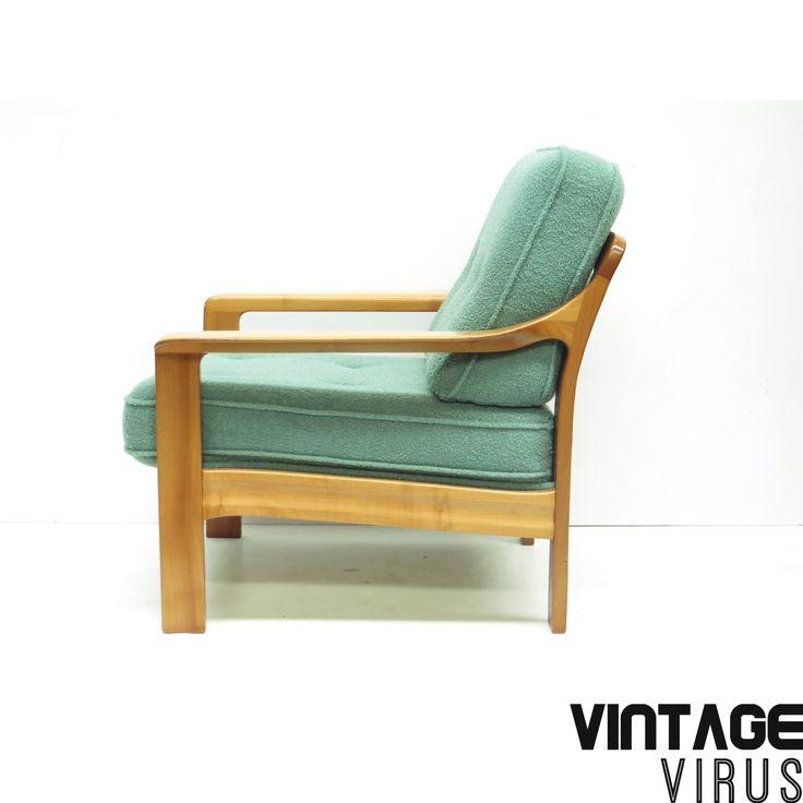 Vintage fauteuil met groen-blauwe bekleding en mooi houten frame uit de jaren '60