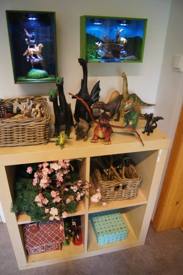 """""""In this shelf are the kids a box of insects, a basket of sticks, figurines and animals"""" - Fantasifantasten - Love the wall art display! ≈≈ http://www.pinterest.com/kinderooacademy/provocations-inspiring-classrooms/"""