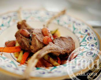 Бараньи котлеты на косточке в виноградном соусе