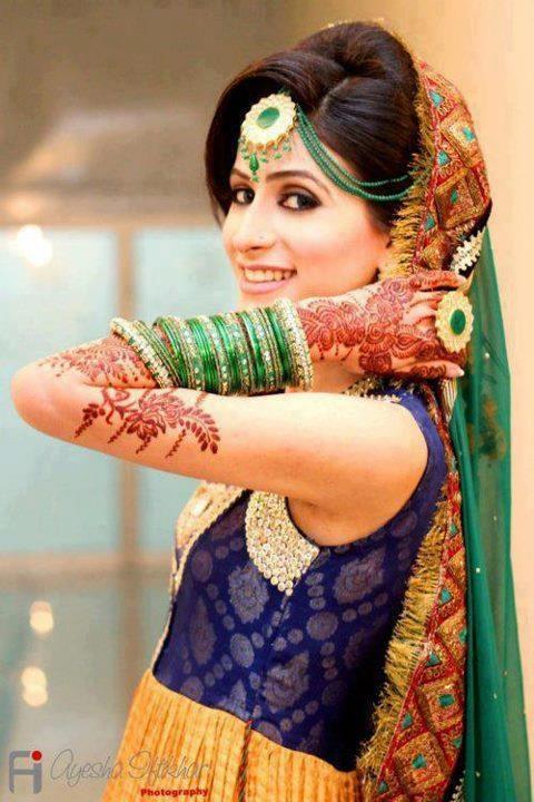 Bridal hair, maang tikka, bangles, Indian bridal lehenga, jewellery