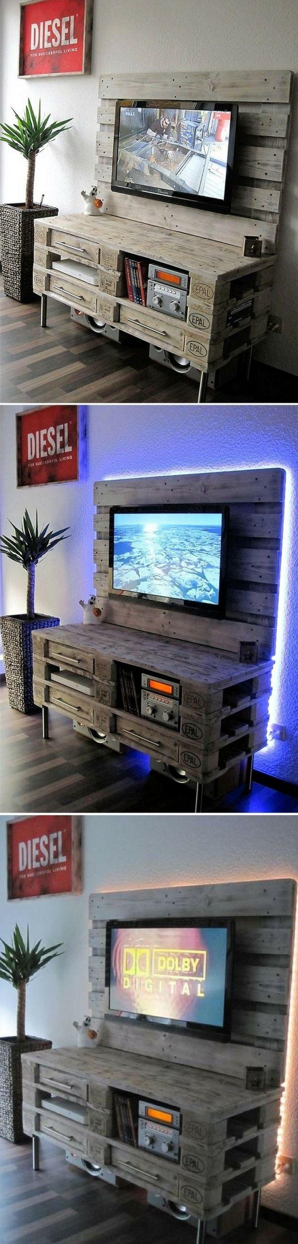 Transformez votre Salon avec ce Meuble TV en Palette + Éclairage LED