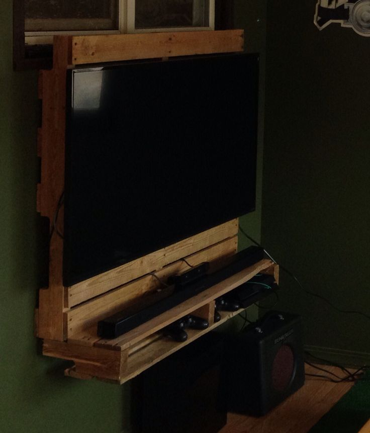 These Creative Man Cave Ideas Will Help You Relax In Style: Pallet Tv Wall Mount