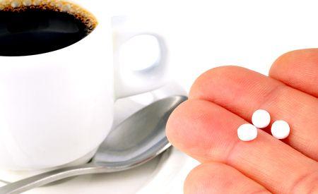 (Zentrum der Gesundheit) - Aspartam, der Süssstoff mit vielen Nebenwirkungen, ist nicht halb so unbedenklich, wie die Studien der Hersteller behaupten. Bei seiner Verstoffwechselung entstehen gefährliche Nervengifte. Gedächtnisverlust, Depressionen, Blindheit und Verlust des Hörvermögens sind nur einige ihrer Wirkungen auf den menschlichen Organismus.