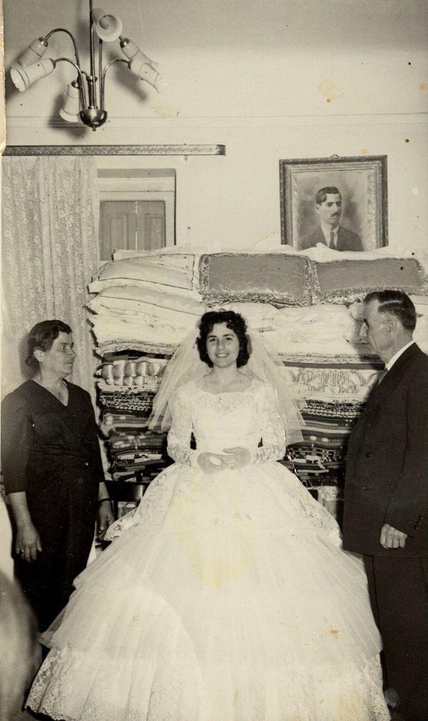 1960 (24-4-1960) στα προικιά της νύφης στον γάμο στα Μέγαρα Megara Greece