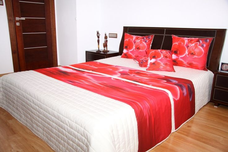Oryginalne kremowe narzuty na łóżka z czerwoną orchideą