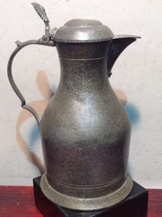 Een antiek tinnen klepkan -  19e eeuw.