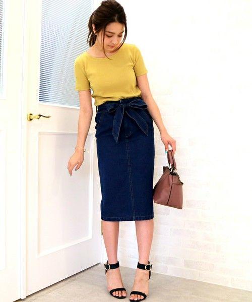 夏コーデがマンネリしてきたら、女性らしさを高めてくれるタイトスカートを合わせるのがおすすめです。いつものトップスも途端にレディライクな印象に変わりますよ♡
