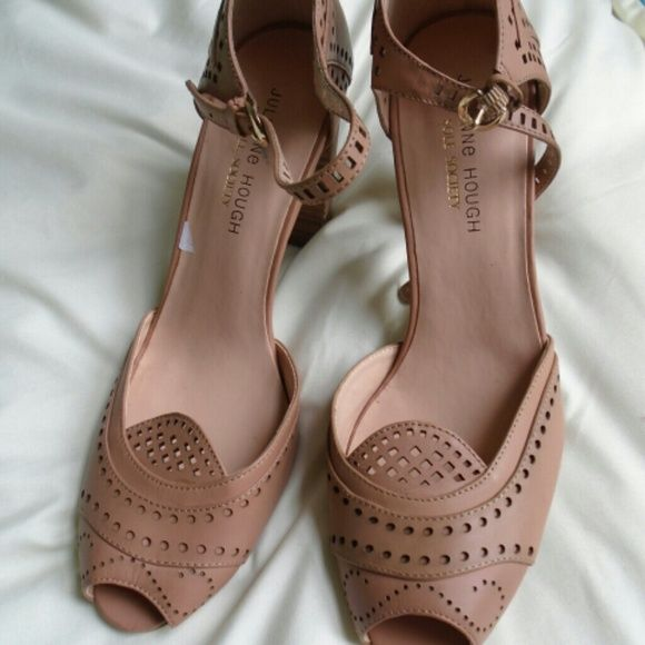 1000  ideas about Brown Heels on Pinterest   Woman shoes, Brown ...
