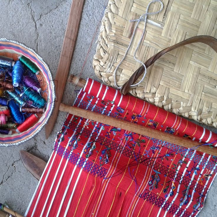 Backstrap Loom vs. Footloom.... what's the big deal?  Find out on our blog.