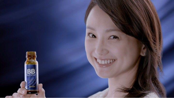 エーザイ株式会社 コンシューマーhhc事業部(東京都)は、「チョコラBBブランド」イメージキャラクターの女優・永作博美さんを起用した日本初(※1)機能性表示食品のセラミド配合ドリンク「チョコラBB(R)リッチセラミド」の新TVCMを11月23日(水)より全国で放映開始