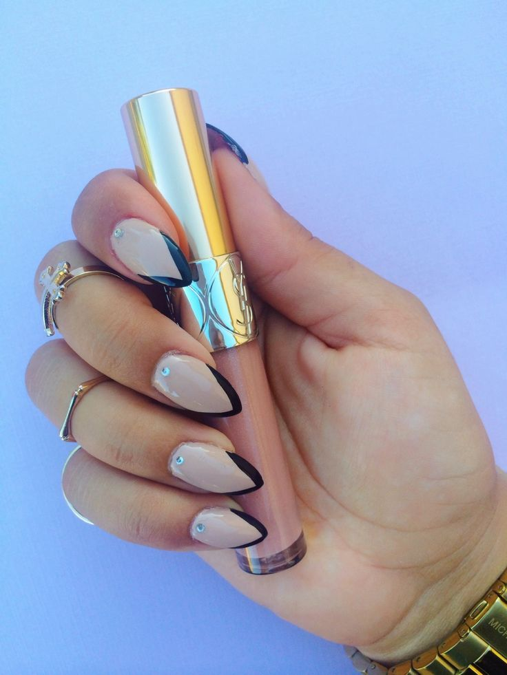 Beige Black nails very chic combination for every type of nail