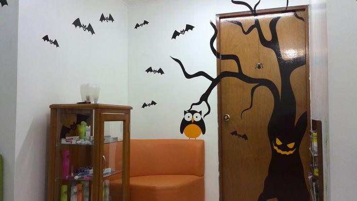 Decoración realizada en Vinilos adhesivos con motivo de Halloween en consultorio!!!