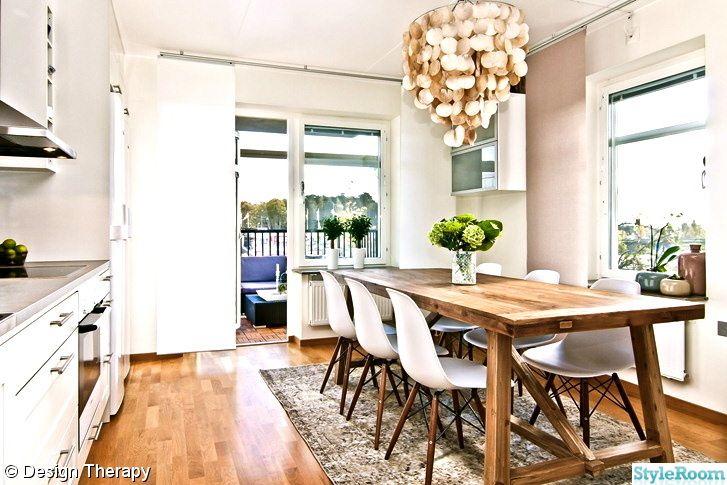 rustikt matsalsbord och matta