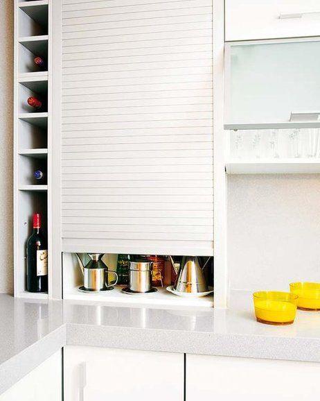 Armario con persianas para aprovechar el espacio en tu cocina.                                                                                                                                                                                 Más