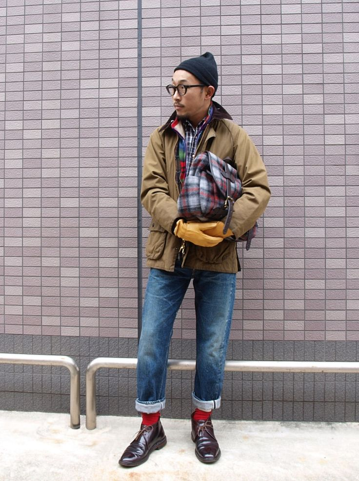 Barbour jacket worn with a pair of slightly busted jeans and a pair of Alden shell cordovan chukka boots. Great look, functional and quite stylish at the same time.