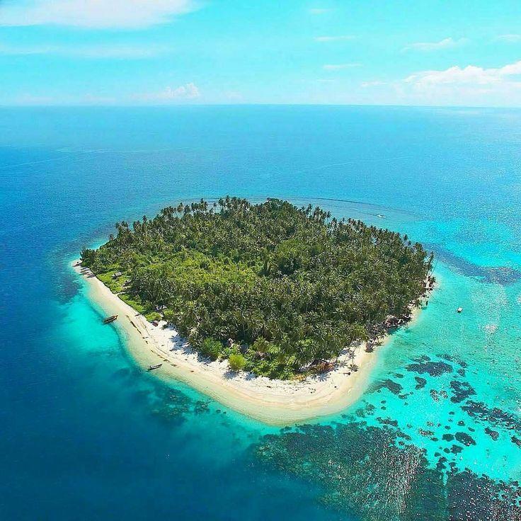 A small heaven in Aceh, Tailanda Island, Indonesia  Photo by: IG @arieritonga