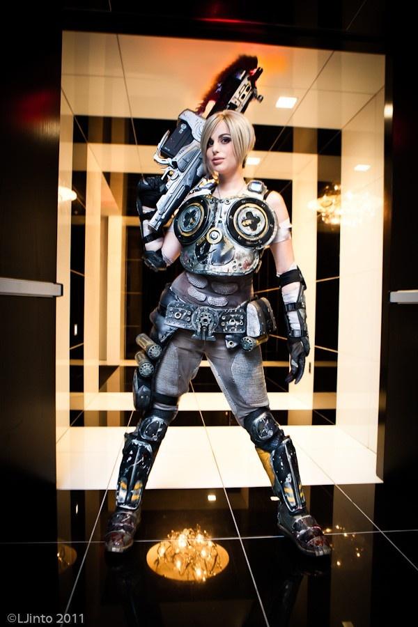 Anya Gears of War Cosplay