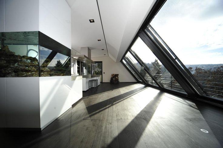 Planung: bmb Architektur + Design, Typ AL 4-teilig4-teiliges Panoramafenster ca 800 x 350 cm (Breite x Höhe) über den Dächern von Stuttgart.