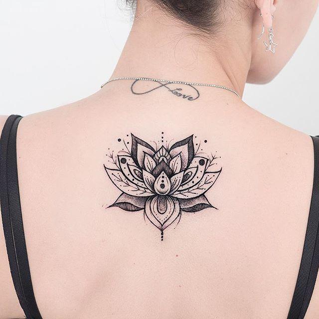 Lótus da Juliana.  Valeu @julianacpereiraa pela confiança e pela visita super bacana! ❤️ #lotustattoo #lotus #tatuagemfeminina #tattoodelicada #sketch