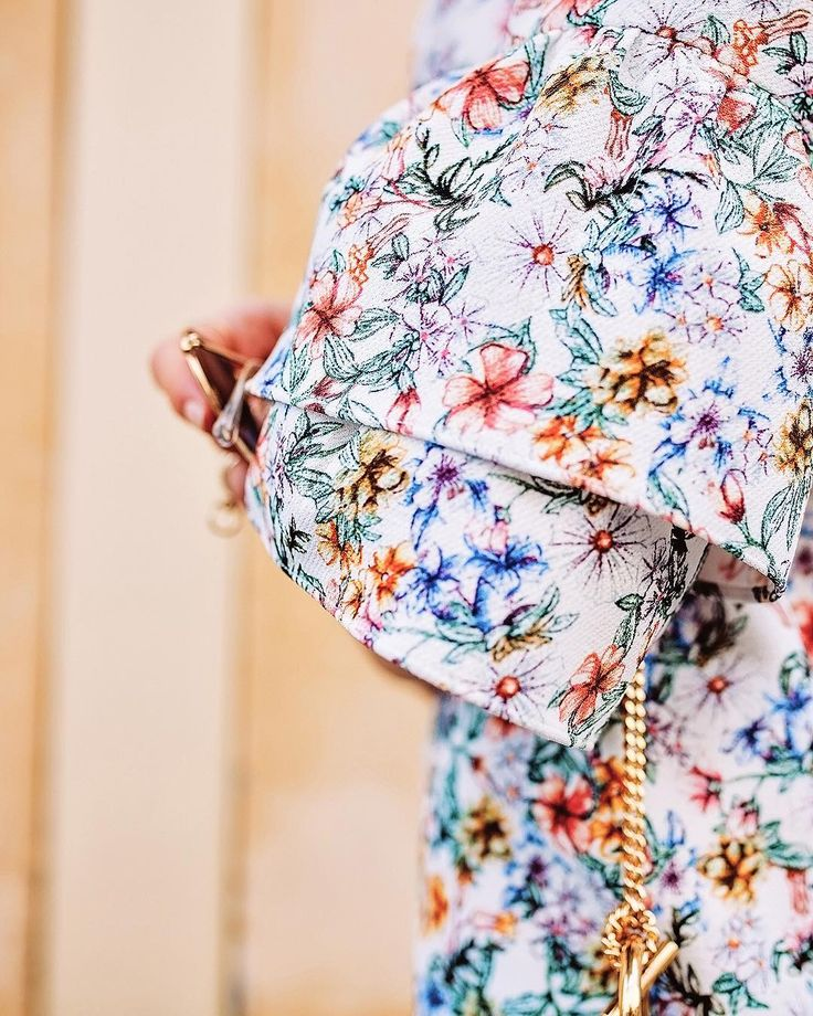 Cute floral print & bell sleeves for summer in this Zara dress of mine - Anna Pauliina, Arctic Vanilla blog.