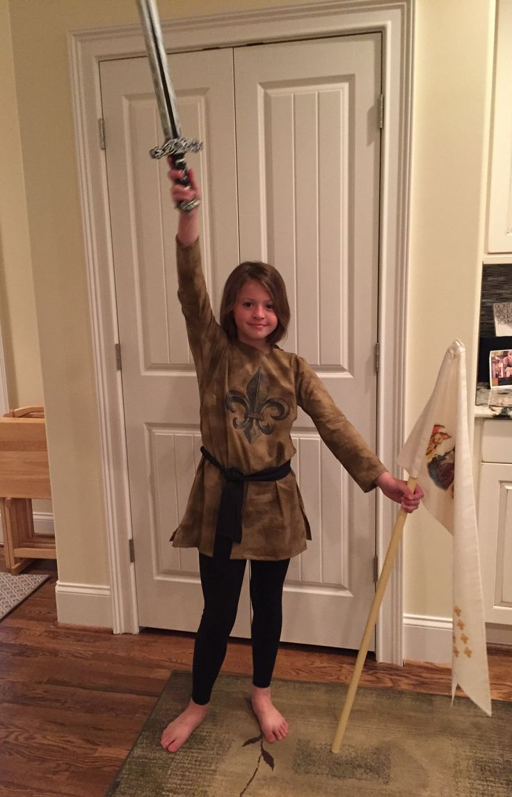 My daughter chose Joan of Arc for her oral book report. I spent the last 3 days making most of her costume and banner from scratch. I think it turned out pretty good considering I've never done something like this before.