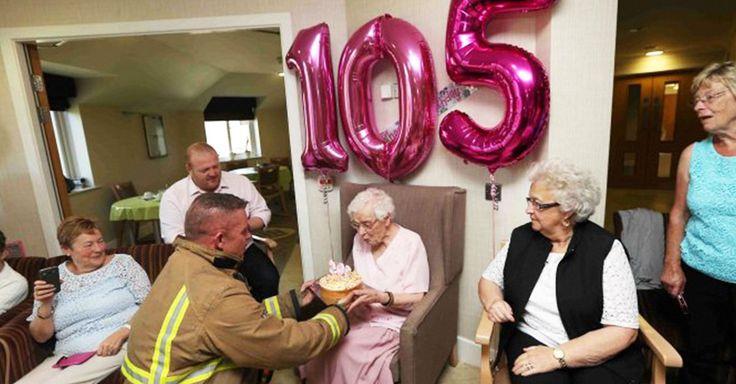 Dicen que la edad es sólo un número que se lleva en la mente, como Ivena Smailes que sólo quería un bombero con tatuajes como regalo de cumpleaños número 105