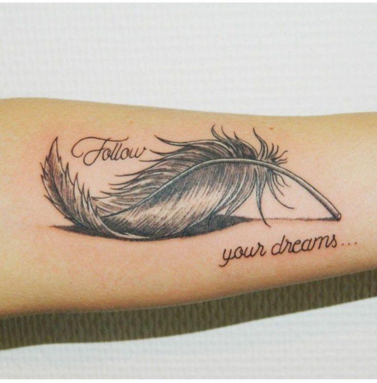 40 eindrucksvolle Feder Tattoos Ideen für Männer und Frauen