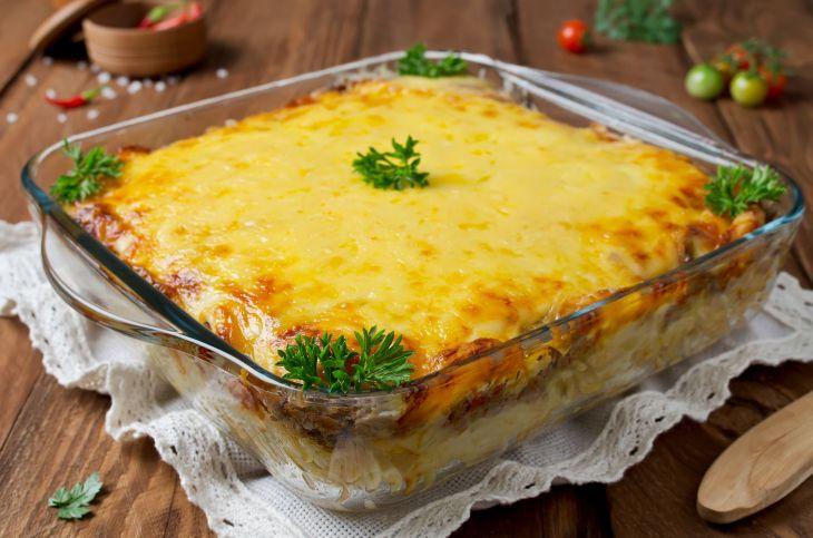 Cu ingredientele potrivite, putina indemanare si poate putin ajutor in bucatarie, obtii o caserola de paste cu pui Alfredo in mai putin de 50 de minute.