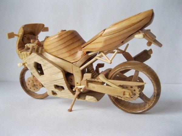 Artista ucraniano cria incríveis miniaturas de motos feitas com madeira 08