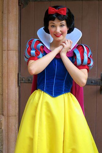 Snow White                                                       hehehe.........u7kik8ko