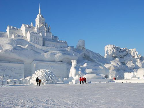 "In order to welcome the Changchun Ski Travel Festival, the Changchun Jingyuetan National Forest Park has created a ""Jingyue ice world"" for visitors to enjoy the winter scenery. Description from cits.net. I searched for this on bing.com/images"