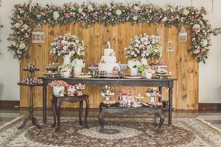 A Isabella é uma das noivinhas mais lindas que já vi! E a decoração de seu casamento, produzida pela Vívian Lahr e sua equipe da MEventos, refletiu totalmente o seu romantismo e a sua predileção p ...