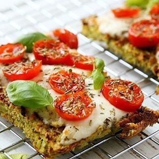 Broccolibrood op Italiaanse wijze Na het succes van het broccolibrood smoske met tonijn, nu ook met een Italiaanse touch! Receptje staat op de blog, link in bio!