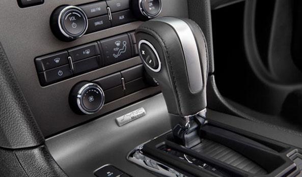 Mustang tiene el abanico de opciones más amplio de su segmento, se encuentra disponible en transmisión manual o Selectshift para que tú decidas cómo lo quieres manejar. #Ford #Mustang2013