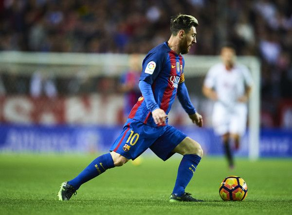 Lionel Messi of FC Barcelona in action during the match between Sevilla FC vs FC Barcelona as part of La Liga at Ramon Sanchez Pizjuan Stadium on November 6, 2016 in Seville, Spain.