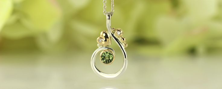 Love Curl pendant made of silver, 18 k gold, green sapphire and white diamonds