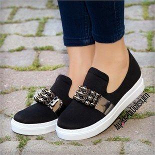 Yumuşak yapısı ile ayağınızı rahat ettirecek zımbalı spor ayakkabı kapınıza geliyor. zımbalı spor ayakkabı, spor ayakkabı modelleri bayan, siyah spor ayakkabı, spor ayakkabı bayan, kadın ayakkabı, bayan ayakkabı, tarz spor ayakkabılar