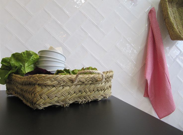 Vives Azulejos y Gres | Serie Etnia | Small format 10x20 cm | white kitchen