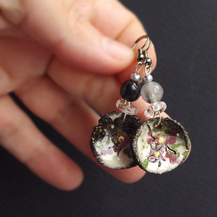 bijou quartz avec inclusion de tourmaline noire boucle d'oreille pendante ronde fleur de cerisier japonais motif sakura : Boucles d'oreille par cocoflower