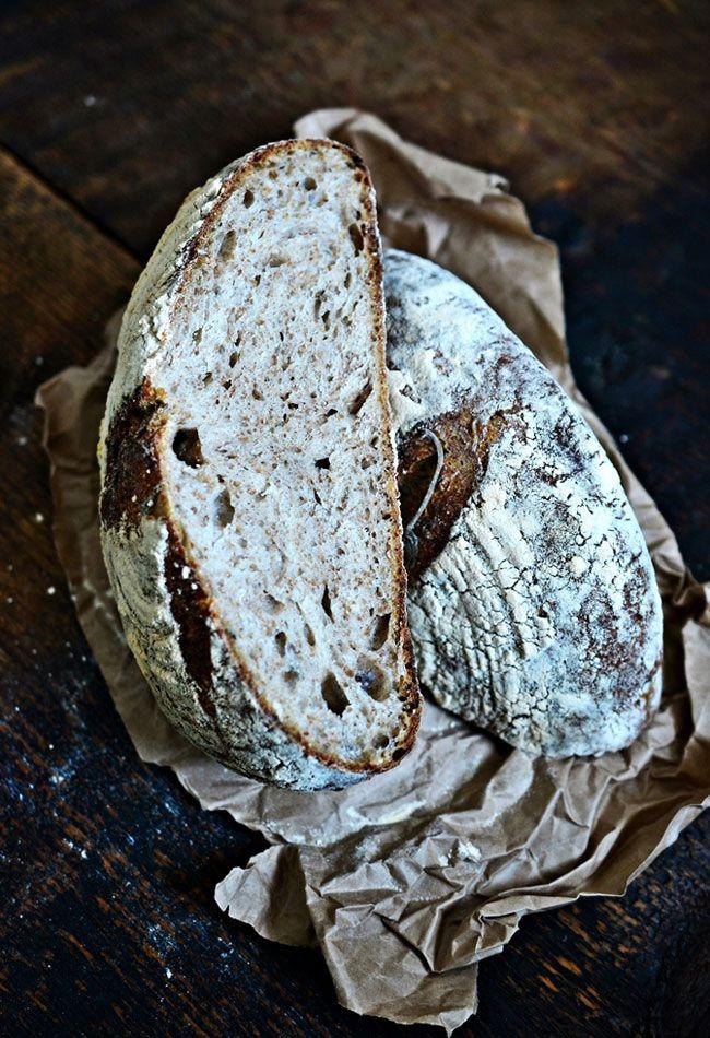 Chleb na pszennym zakwasie z szałwią