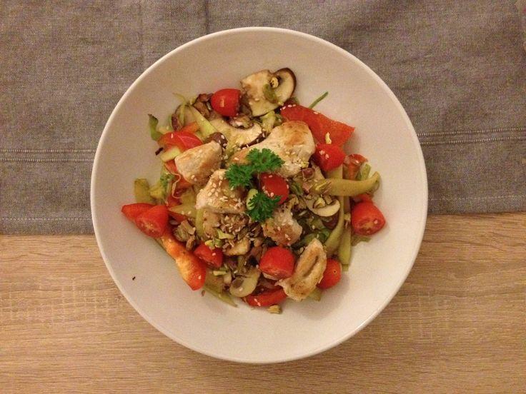 Op het Internet vind je veel lekkere recepten voor een lauwwarme salade, maar er was er geeneen die mij echt aansprak om eens te maken. Dan moet ik dus maar zelf aan de slag. Leuk! Sinds Alex en ik een…