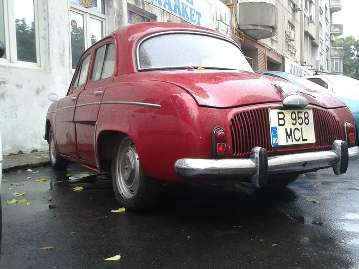 renault vechi,old car, french cars, renault dauphine http://www.hashtagram.info/un-frumos-renault-dauphine/