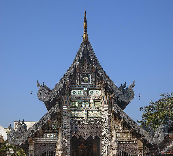 2013 Photograph, Wat Chedi Luang Venerable Acharn Mun Bhuridatto Wiharn Gable, Tambon Phra Sing, Mueang Chiang Mai District, Chiang Mai Province, Thailand. © 2013.  ภาพถ่าย ๒๕๕๖ วัดเจดีย์หลวง หน้าจั่ว วิหารท่านพระอาจารย์ มั่น ภูริฑัตโต ตำบลพระสิงห์ เมืองเชียงใหม่ จังหวัดเชียงใหม่ ประเทศไทย