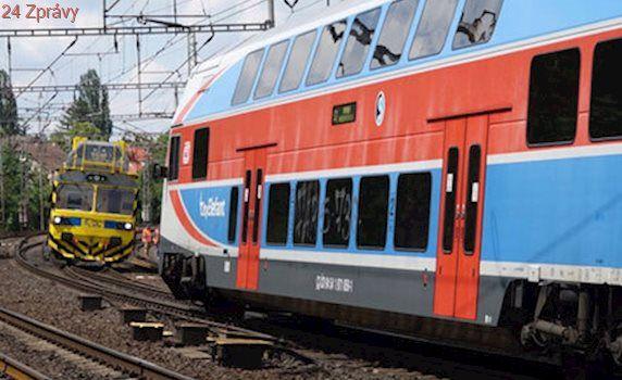 To bylo o fous! Vlaky vjely u Českého Brodu na stejnou kolej, k neštěstí chybělo pár metrů